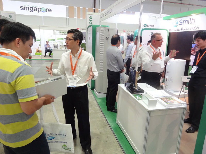 BEX-Asia-2014.-Overwhelming-crowds-at-the-A.-O.Smith-booth-Singapore